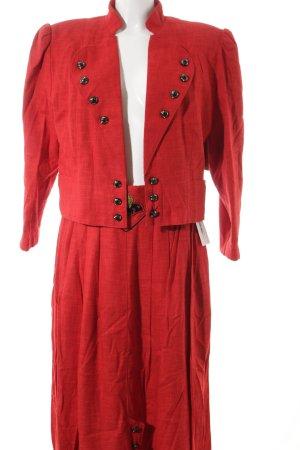 Kostüm rot-schwarz Stickereiverzierung