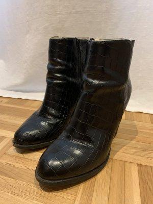 Buffalo Booties black leather