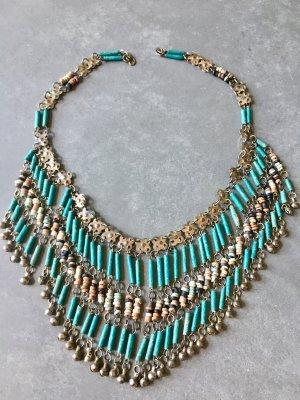 Künstlerische, exotische Halskette / Statementkette/ Necklace.   Türkisfarbene Steine und gebürstetes mattes Silbermetall.   Sehr cooler, schicker, moderner, femininer, einzigartiger Blogger-Stil.