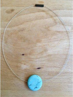 """Künstlerisches, türkisfarbe minimalistisches, unique Design rund """"schwebender"""" Stein an einer silbernen Drahtkette. Halskette, Statementkette Floating necklace. Ganz schön! Sehr schick, modern, raffiniert, edel, feminin, einzigartiger Blogger-Stil"""