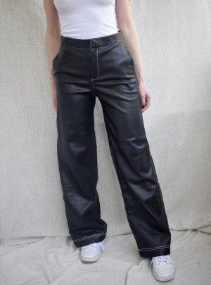 Kunstlederhose mit Kontrastnaht und weitem Bein schwarz XS Zara