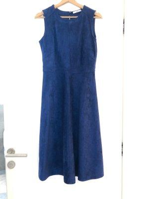 Kunstlederkleid im strahlenden Blau