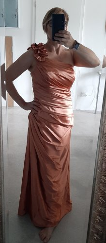 Kupferfarbenes Abendkleid