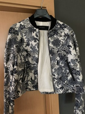 Kurz geschnittene Jacke