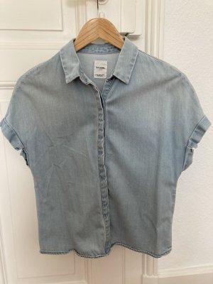 Kurz geschnittene Jeans Bluse Zara