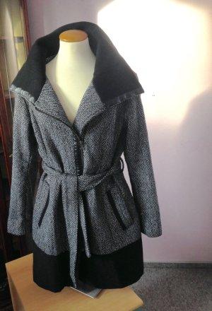 Kurz Mantel schwarz/weiß, Gr. 40