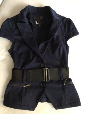 Kurzärmliger Blazer mit Gürtel in dunkelblau.