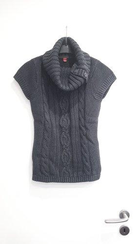 Kurzärmliger Pullover mit Zopfmuster und Wasserfallkragen