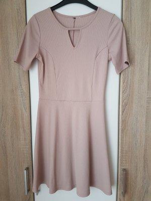 Kurzärmliges Kleid in Rose