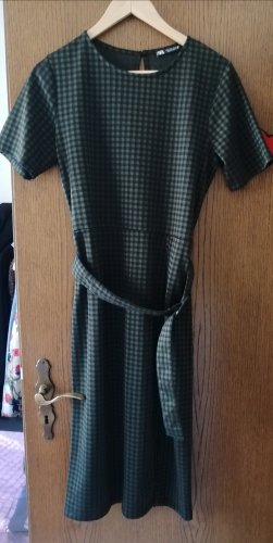 Kurzarm-Kleid