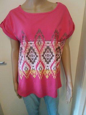 Kurzarm-Shirt mit trendigem Print. neu.