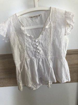 Kurzarmige Bluse mit Häckeleinsatz