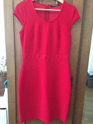 Kurzarmkleid / Cocktailkleid / figurbetontes Kleid
