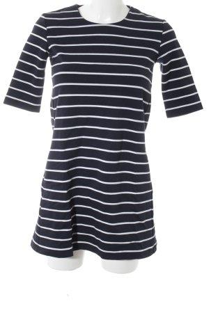 Kurzarmkleid weiß-dunkelblau Streifenmuster Street-Fashion-Look