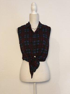 Kurze Bluse mit Knotendetail