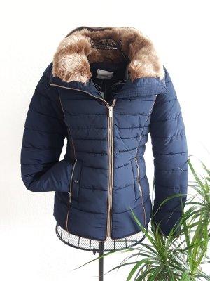Kurze Dunkelblaue Winterjacke von Zara