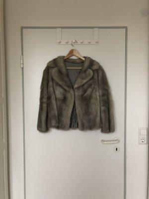 Kurze Echtpelz-Jacke in Grau - Sehr guter Zustand