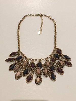 Kurze Halskette in gold und bunten Steinen von Accessorize
