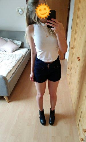 Kurze High Waist Jeans Shorts betont die Taille. Größe 38