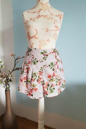 kurze, highwaist Shorts mit Blumenmuster von Forever 21