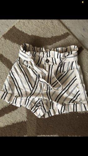 Bershka Pantalón corto de talle alto blanco