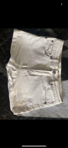 Hot pants wit