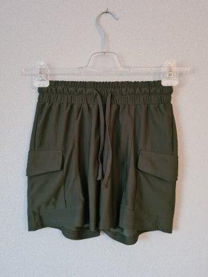 Kurze Hose Shorts khaki dunkelgrün Amisu New Yorker Größe S