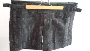 Kurze Hose von Mexx in Nadelstreifen-Optik in grau/schwarz/weiß