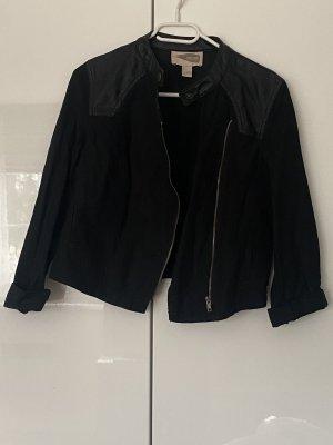 Kurze Jacke mit Ledereinsätzen