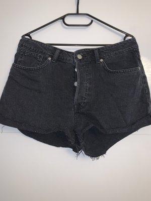 H&M Conscious Collection Pantalón corto de talle alto negro