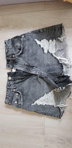 Kurze Jeanshose von Zara
