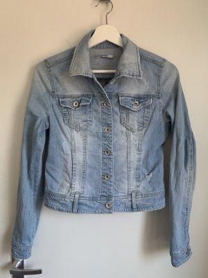 Kurze Jeansjacke im Used Look
