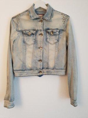 kurze Jeansjacke mit Nietendetails