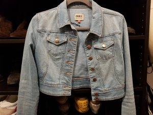 Kurze Jeansjacke mit rosegoldenen Details