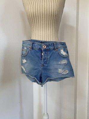 Kurze Jeansshort mit Rissen