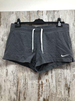 Kurze Nike Hose