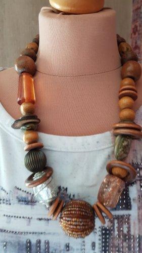 kurze opulente Perlen Holzperlenkette brauntöne