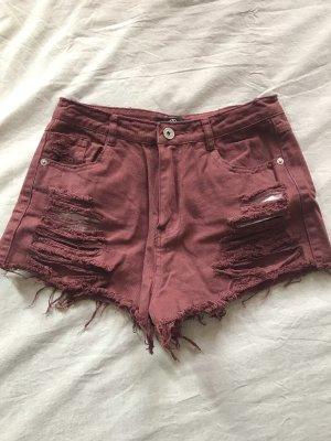 Kurze rote Jeansshorts