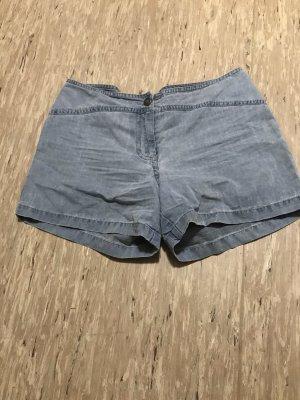 Kurze schlichte Shorts