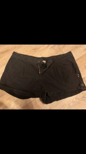 Kurze schwarze Hose