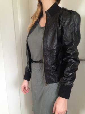 kurze schwarze Leder-Jacke (Imitat) Blouson-Schnitt, Größe S
