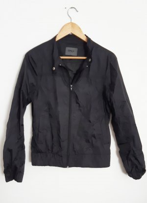 Kurze schwarze Regenjacke von Only
