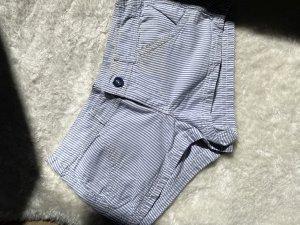 Kurze Shorts im Marine-Muster