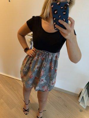 Kurze Sommer Kleid mit Blümchen Muster - kaum getragen