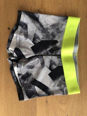 Kurze Sporthose von H&M
