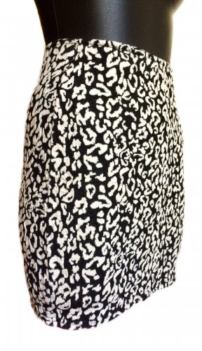 Kurzer, enger High Waist Mini-Rock mit Animalprint