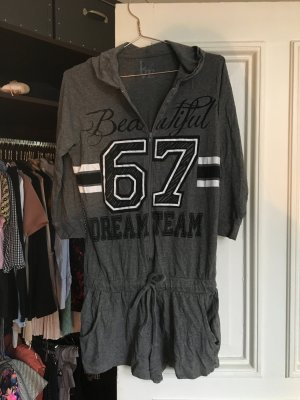 Kurzer onesie Anzug grau Aufdruck Einteiler Sport Pyjama chill