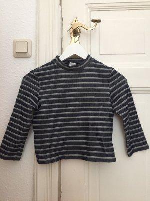 kurzer Pullover aus hochwertigem Stoff