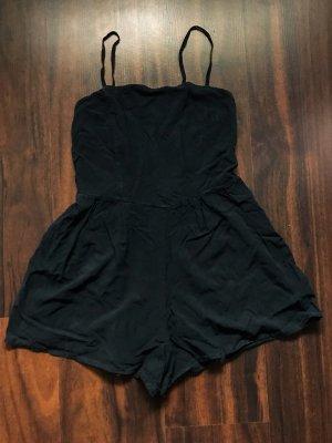 Kurzer, schwarzer Jumpsuit