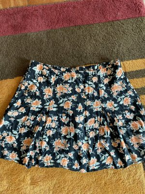 Kurzer Sommerrock mit Blumenmuster von H&M in der Größe 36 S